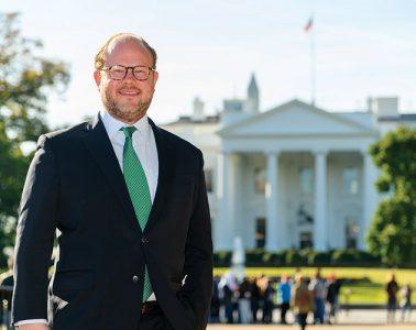 Peter Feldman '04 in front of the White House