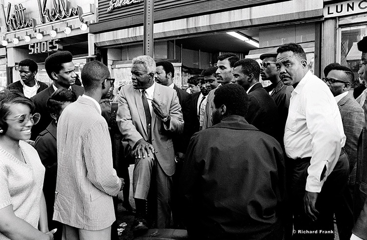 Jackie Robinson drawing a crowd in Harlem