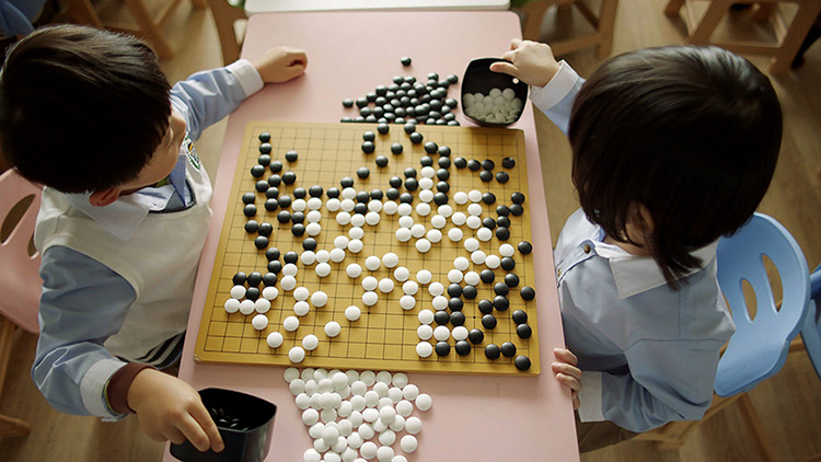 Two children play Go