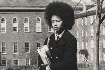 Rae Scott-Jones in 1970, carrying books on the Academic Quad