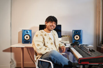 Shav Garg '15 portrait in front an electronic keyboard