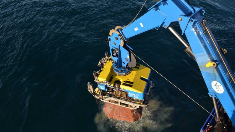 crane pulls submersible from the ocean