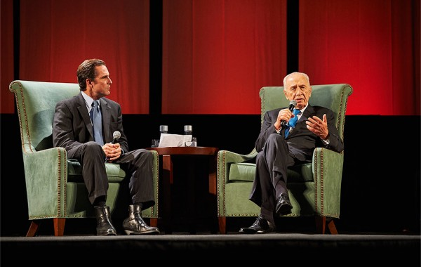 Bob Woodruff interviewing Shimon Peres