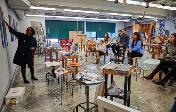 Professor Lynette Stephenson teaching an art class.