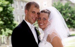 Colgate Love Story: Andy Muck '99 andKelly Polinsky Muck '98. Click on photo for full story.
