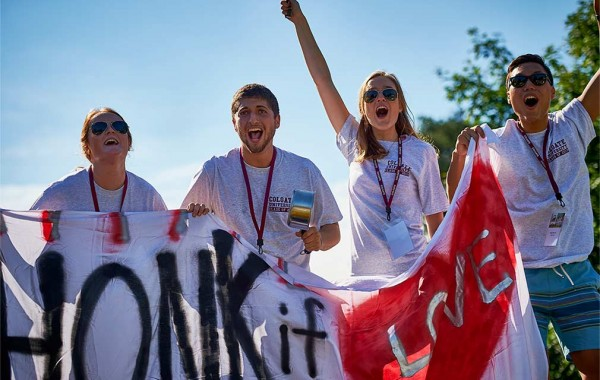 Students cheer incoming first-years on move in day 2015