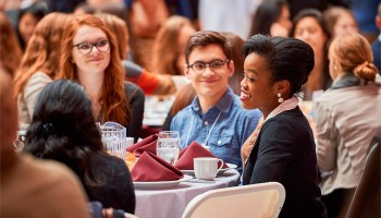 At the 2016 SophoMORE Connections Luncheon, Kelechi Oguh '08, a leader in the Colgate Real Estate Council, connects with students.