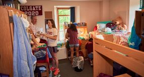 First-year roommates move into their new room