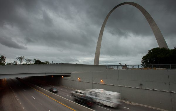 Photo of highway with St. Louis's Gateway Arch in background