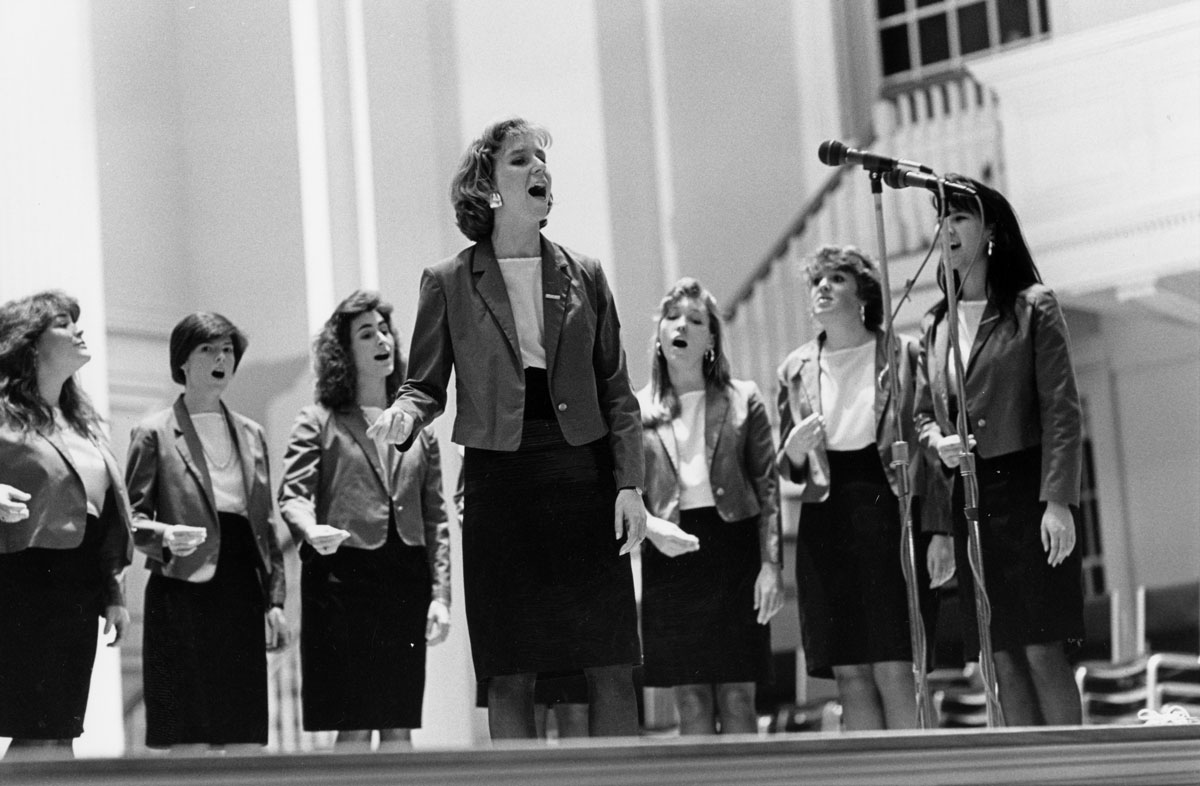 Archival photo of the Swinging 'Gates performing in Colgate Memorial Chapel