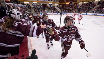 Women's hockey in NCAA semifinals