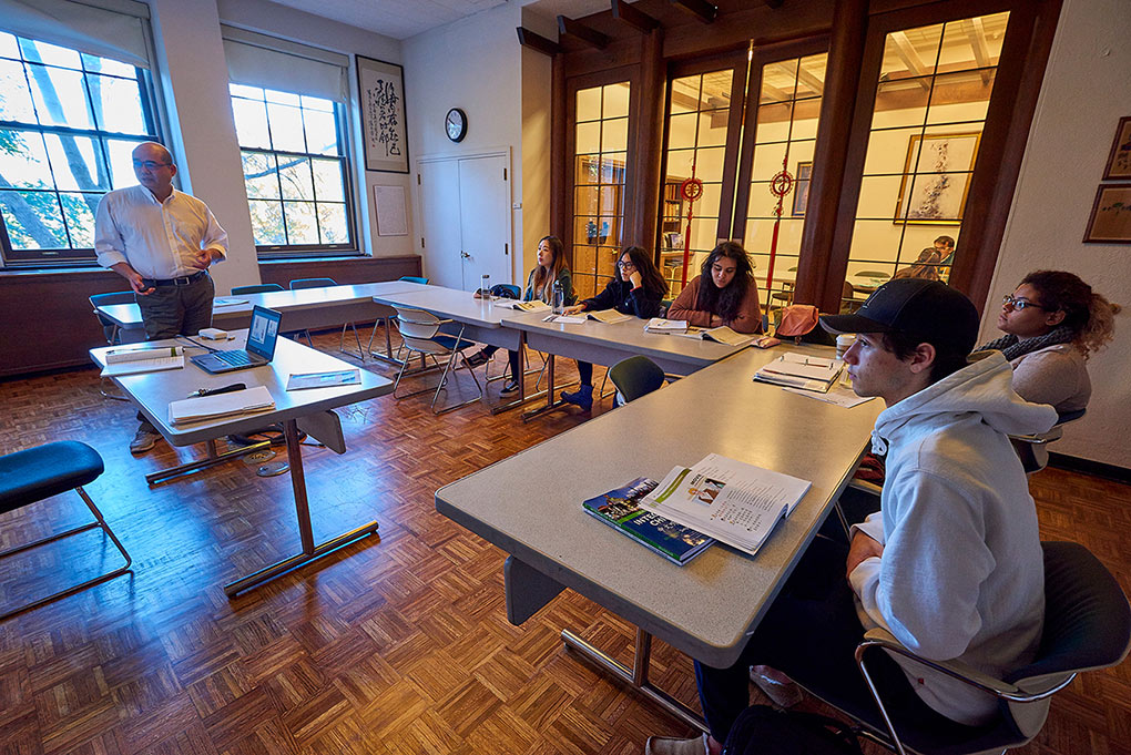 A faculty member lectures students in a Chinese language classroom on campus