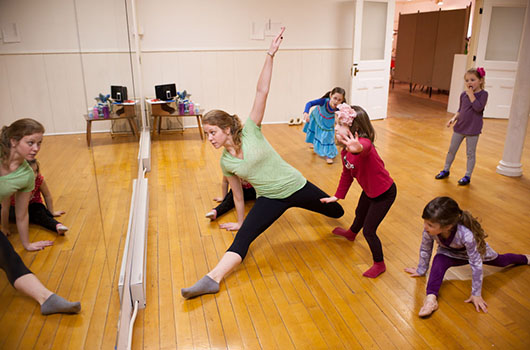 Michelle White '13 teaches a dance class for local children at Hamilton Center for the Arts. (photo by Janna Minehart '13)