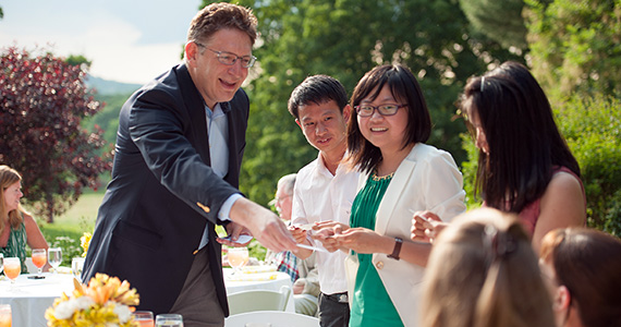 President Jeffrey Herbst hands out his business card to visiting students from Xiamen University.
