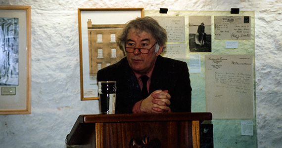 Seamus Heaney speaks to Colgate students in Martello Tower just south of Dublin in 1993.