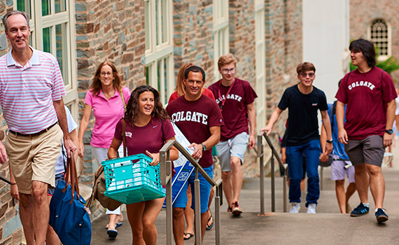 Students and parents gather on campus for first-year Move-in Day