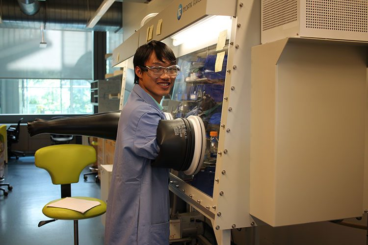 Student Linh Le '18 in Colgate's lab