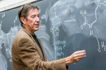 Chemistry professor Ernie Nolen at the chalkboard